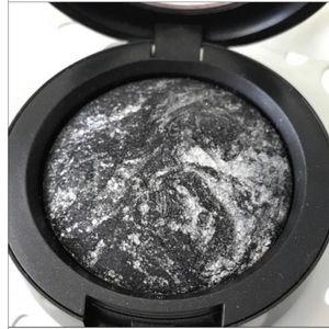 Mac Cinderella pigment black & silver shimmer